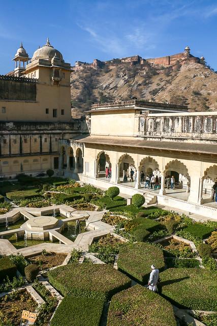 Garden of Amber Fort, Jaipur, India ジャイプール、アンベール城の庭
