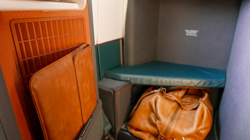 28079792645 9e3cc500af c - REVIEW - Cathay Pacific : Business Class - Hong Kong to Jakarta (A330 Longhaul config)