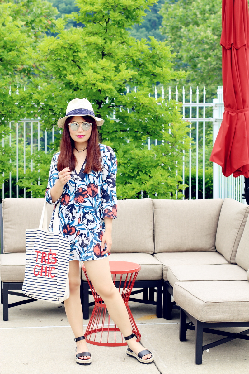 pool-look-swim-coverup-hat-tres-chic-tote-sandals-2