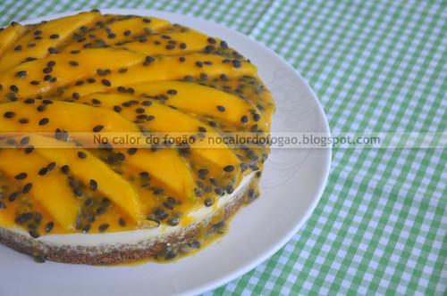 Torta de frutas e iogurte com crosta de granola