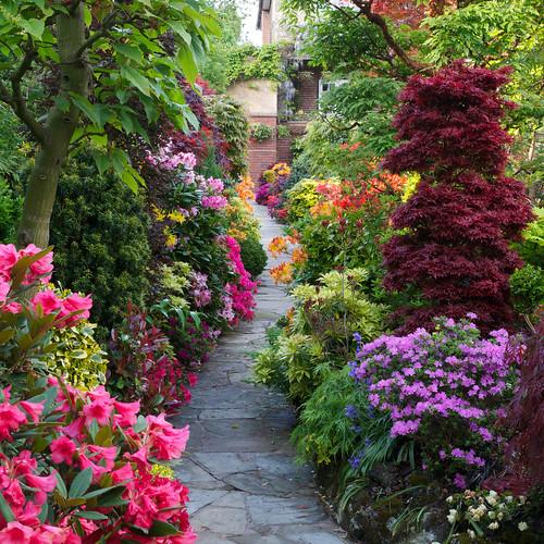 Pathway Through The Spring Middle Garden Four Seasons Garden Flickr