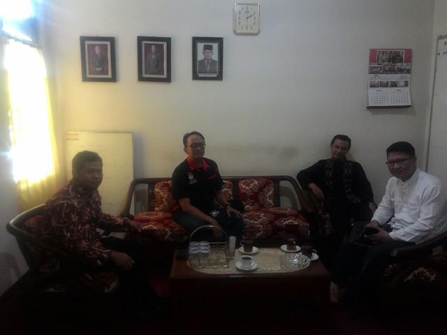 Pengurus DPD PKS saat berkunjung ke kantor KPU Kab.Tulungagung(20/5)