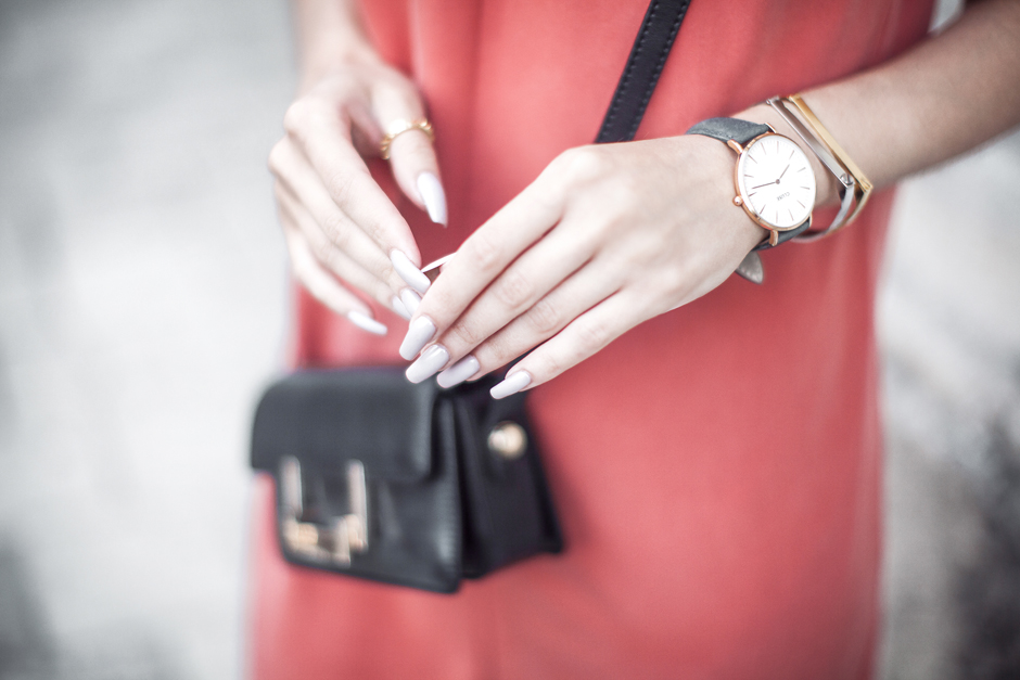 long-nails-fashion-blogger-street-style