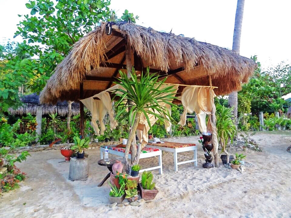 El Nido Beach Massage - Copyright Travelosio