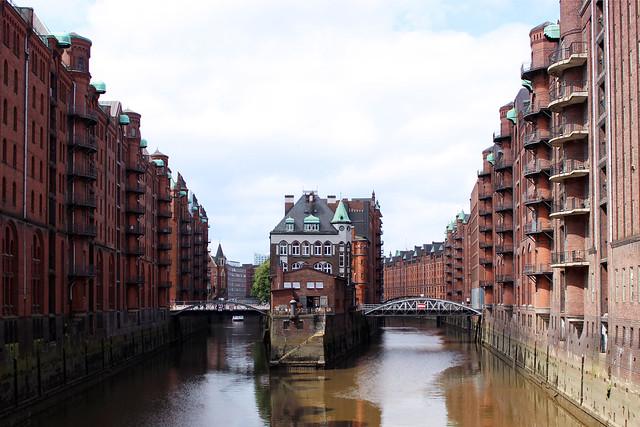 A Beautiful Day in Hamburg / new townske guide / Kaffee mit Freunden / Speicherstadt