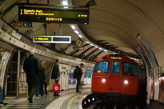 London Tube - チューブ…ロンドンの地下鉄