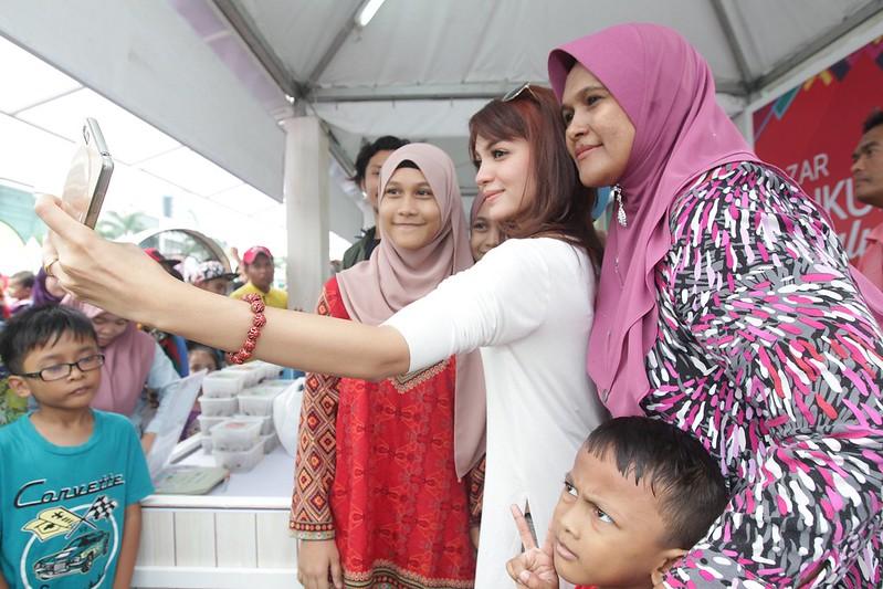 Pengunjung Beramah Mesra Bersama Amyra Rosli