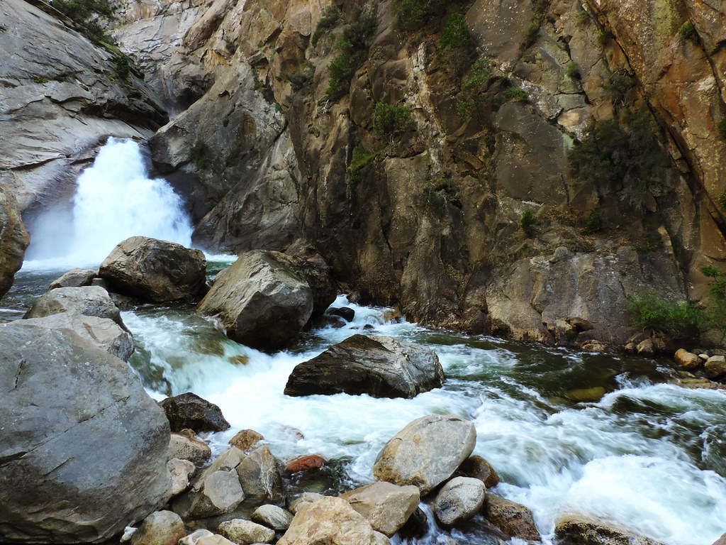 Sequoia & Kings Canyon: Roaring River Falls, Kings Canyon National Park, CA
