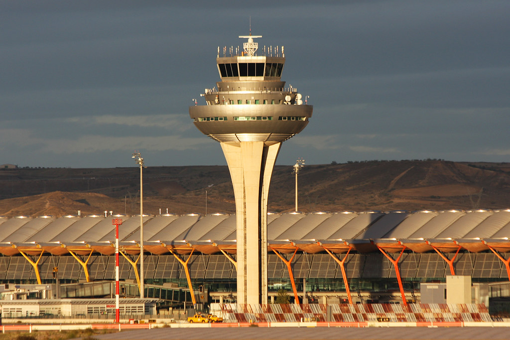 Madrid Barajas airport control tower 09/11/2013