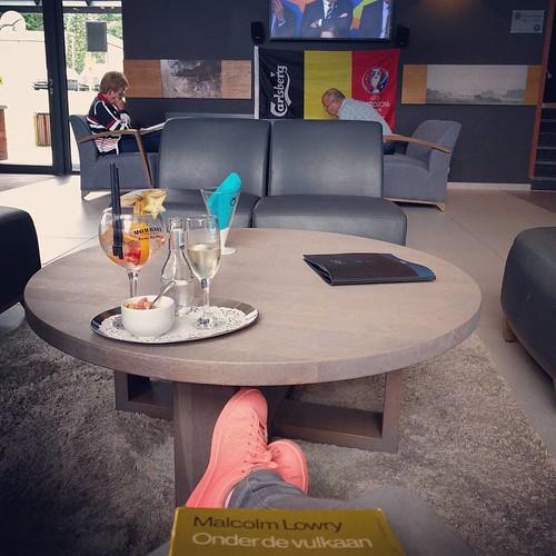 #hetlief kijkt voetbal, ik koel af na de wellness met een cavaatje. Life as it should be 💕 #weekendjeweg #countyourblessings #happythings