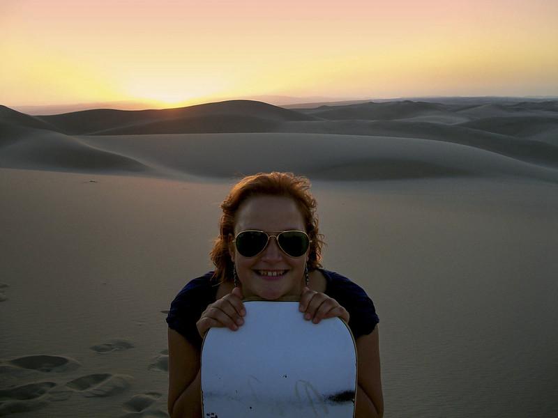 Solnedgang og sandboarding i Peru