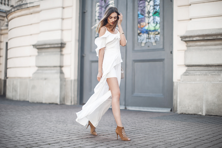 white-maxi-dress-bronwn-tan-accessories-outfit-look