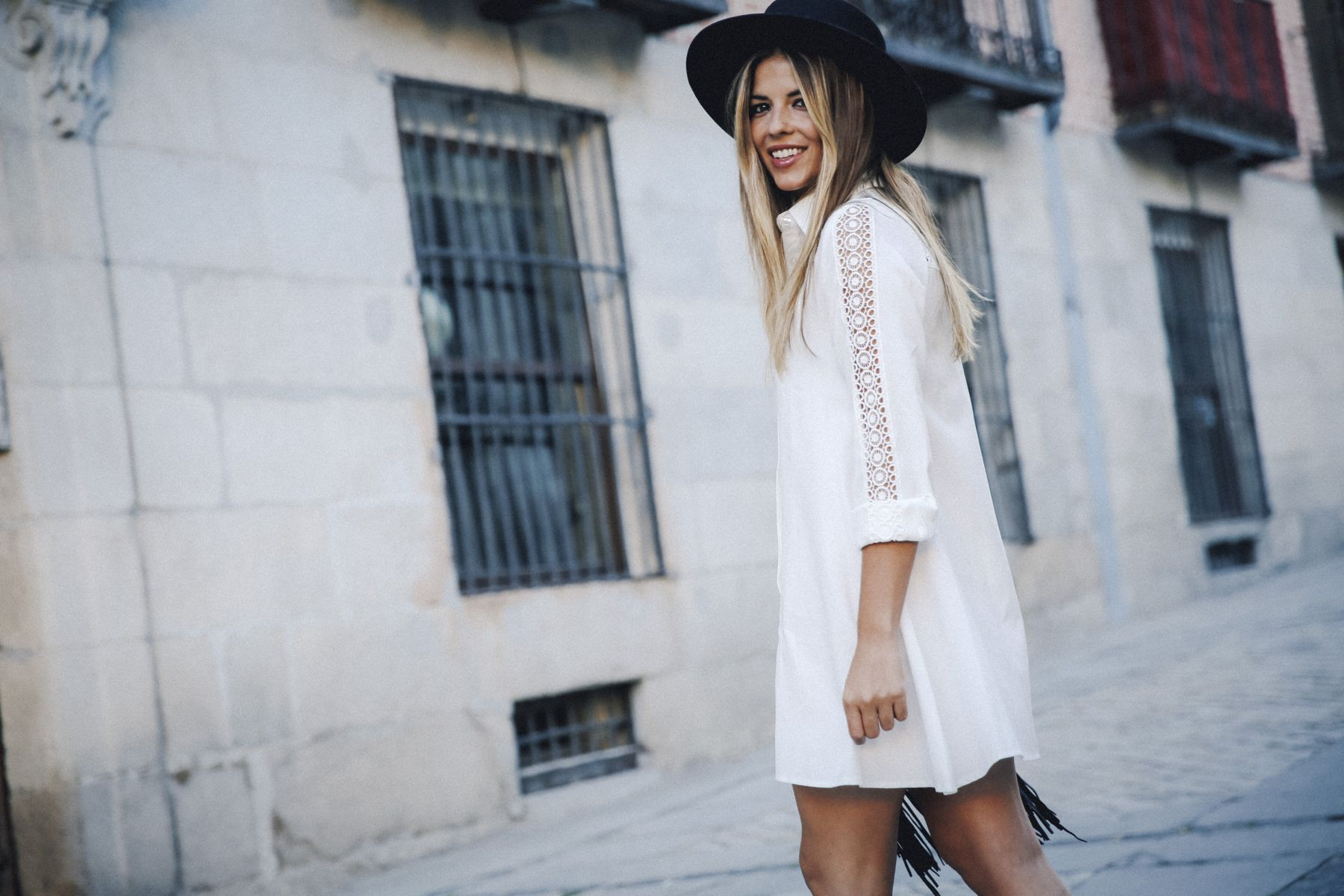 outfit look primavera spring street style trendy taste inspiration dress vestido casual sombrero hat brixton botines ankle boots susanna chloe bolso bag flecos fringes cuero leather asos blanco crochet lace_6