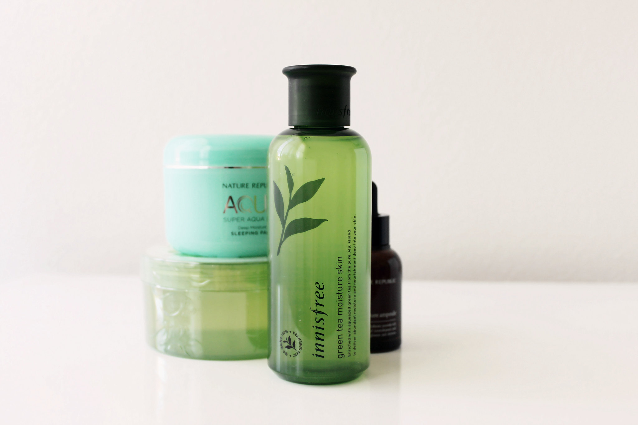 innisfree-green-tea-moisture-skin