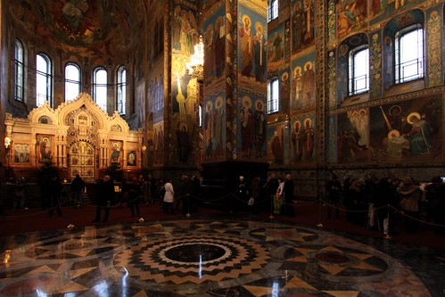 Central mosaic with the iconostasis (wall of icons and religious paintings)