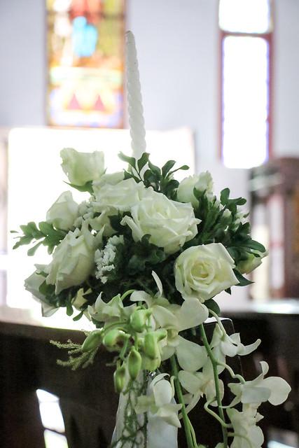 White bouquet in St. Joseph's Cathedral, Hanoi, Vietnam ハノイ大教会内に飾られていた白いブーケ