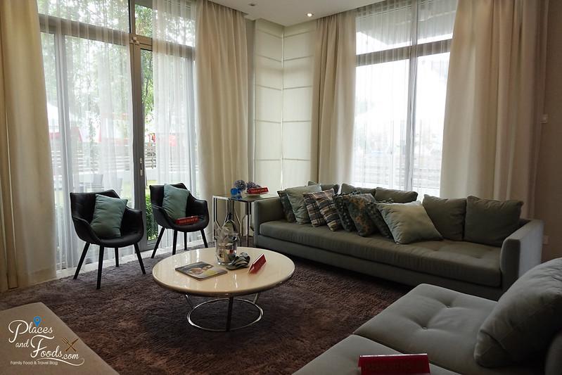 the vantage superlink living room