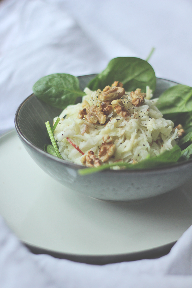 Kohlrabi-Salat im Waldorf-Stil