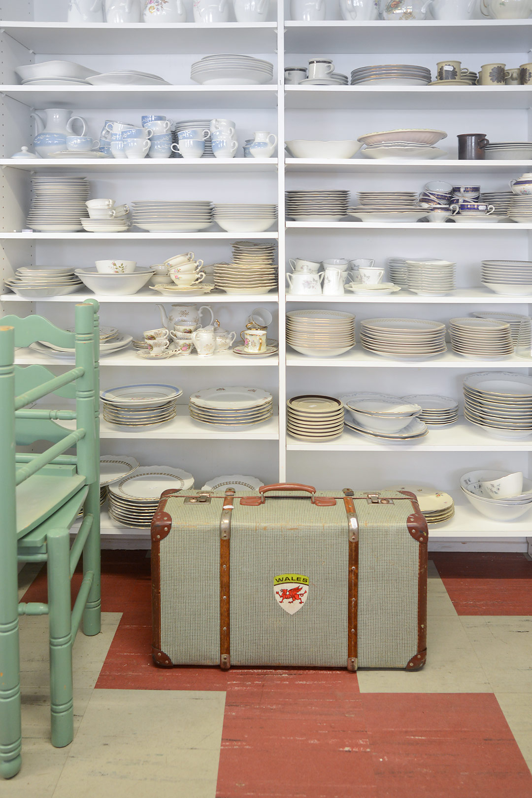 Vintage suitcase and porcelain