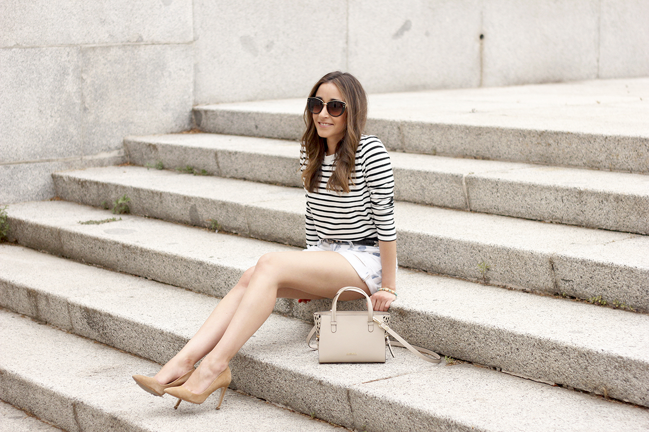 Stripes and denim shorts nude heels acosta bag sunnies belt summer outfit02