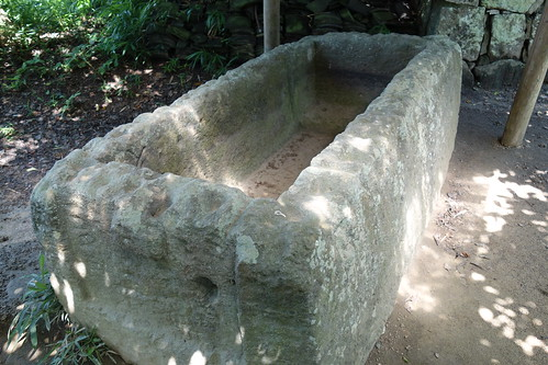 造山古墳前方部の石棺