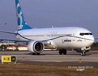 Boeing B737 MAX 8 (Roberto Araya) 2