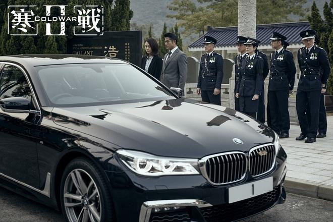 [新聞照片三] 《寒戰2》電影開頭即由BMW 7系列與擔綱男主角的郭富城同台現身,展現旗艦魅力
