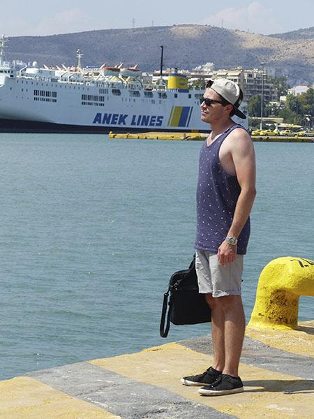 clem attend son bateau !