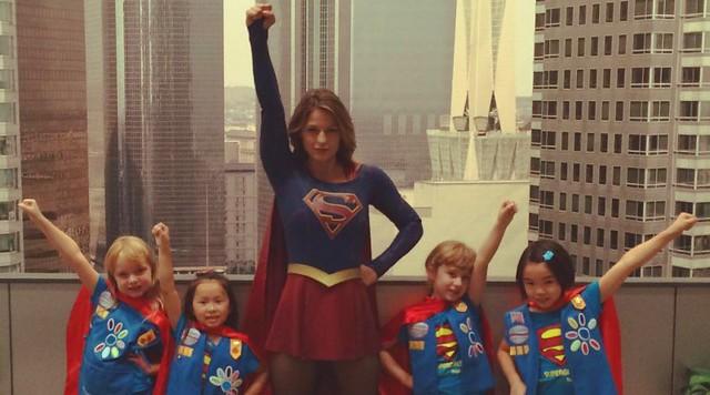 Melissa-Benoist-Supergirl-Kids-800x445