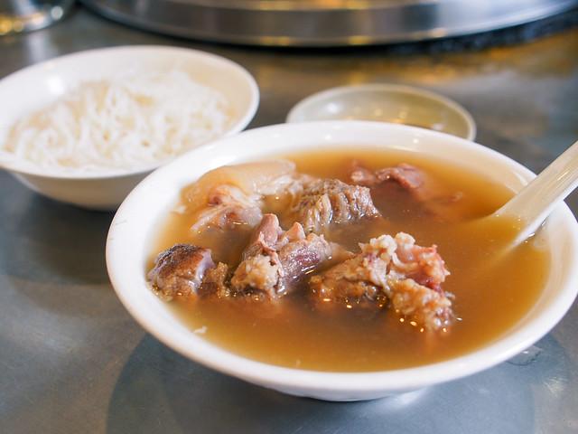 台北/萬華–艋舺小吃巡禮(十五)/華西街小吃–華西街當歸豬腳