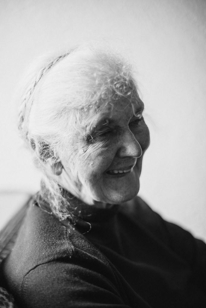 IMG_0706edB2mac, the curly head, thecurlyhead, portrait, porträt, fotografie, photography, oma, grandma, amelie niederbuchner, fotoblog