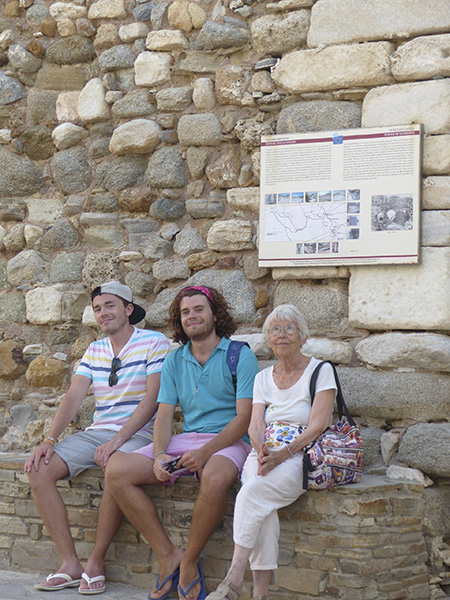devant la cathédrale de Naxos