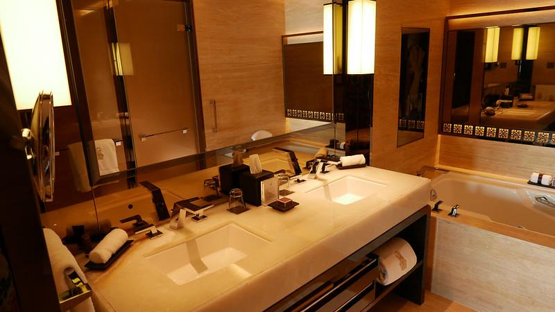 27979504661 8c733e7f43 c - REVIEW - Ritz Carlton Hong Kong (Deluxe Harbour View Room)
