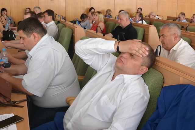 Безголова рада: депутати чи політичні мазохісти?