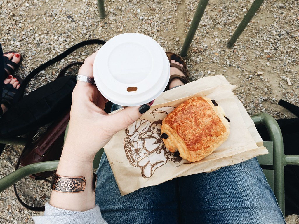 pain au chocolat coffee
