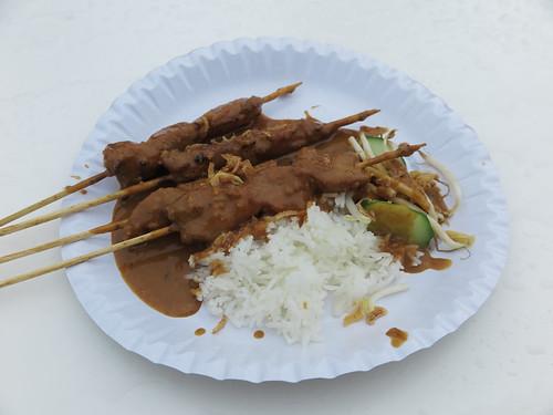 Saté Spieße mit Erdnusssoße und Reis
