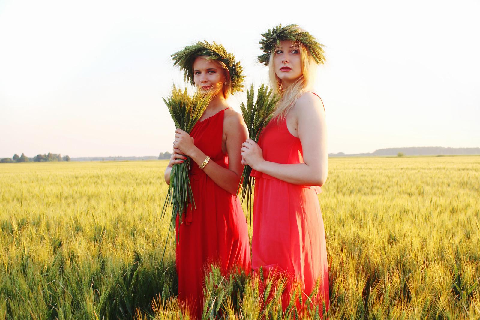 Latvian girls with flower wreaths