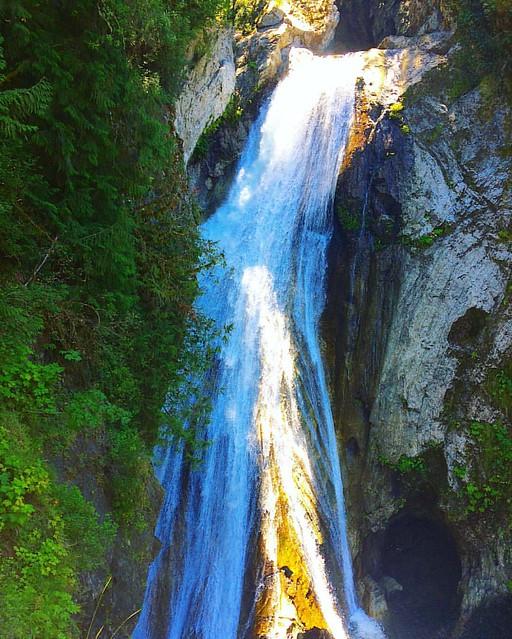 Cascading Twin Falls.