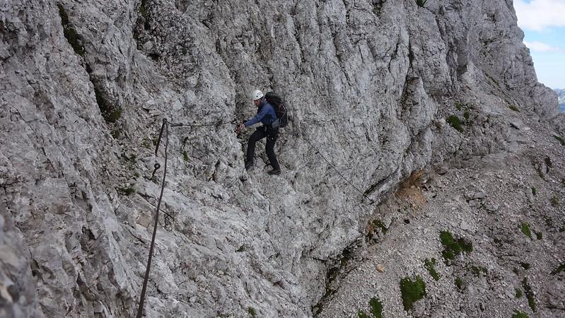 Als je via ferrata's wil volgen, neem dan zeker een klettersteiguitrusting mee.