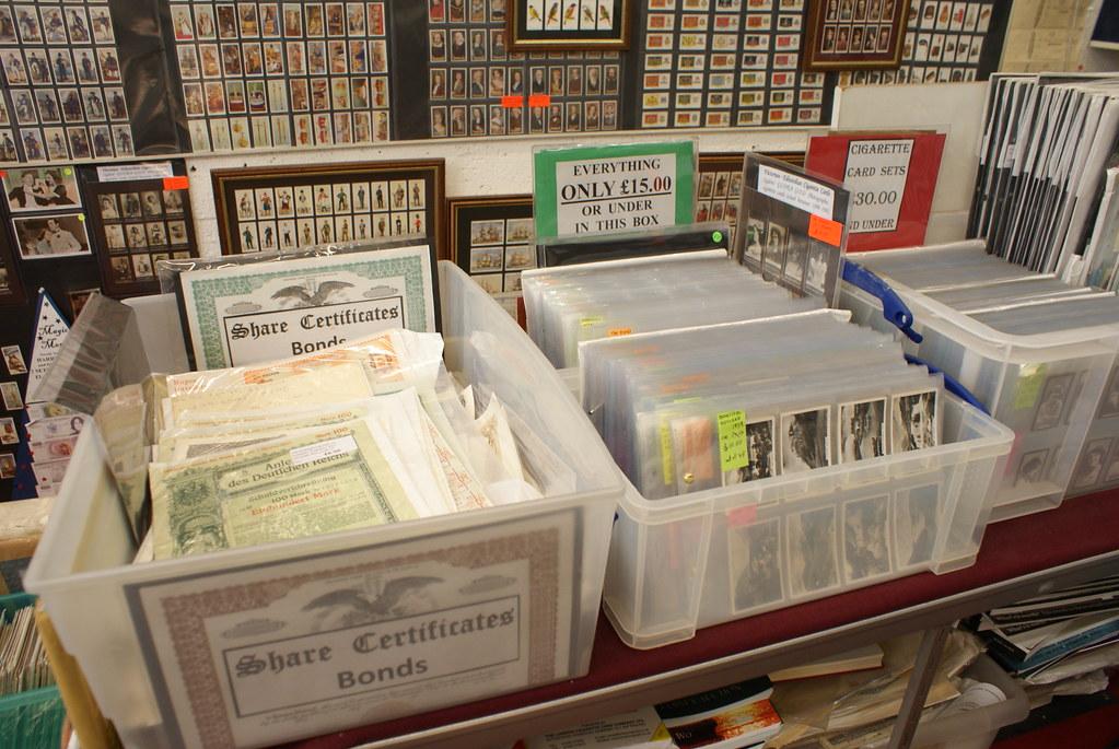 Colin Narbeth & sons, magasin spécialisé dans les monnaies, photos et aussi un peu de cartes postales.