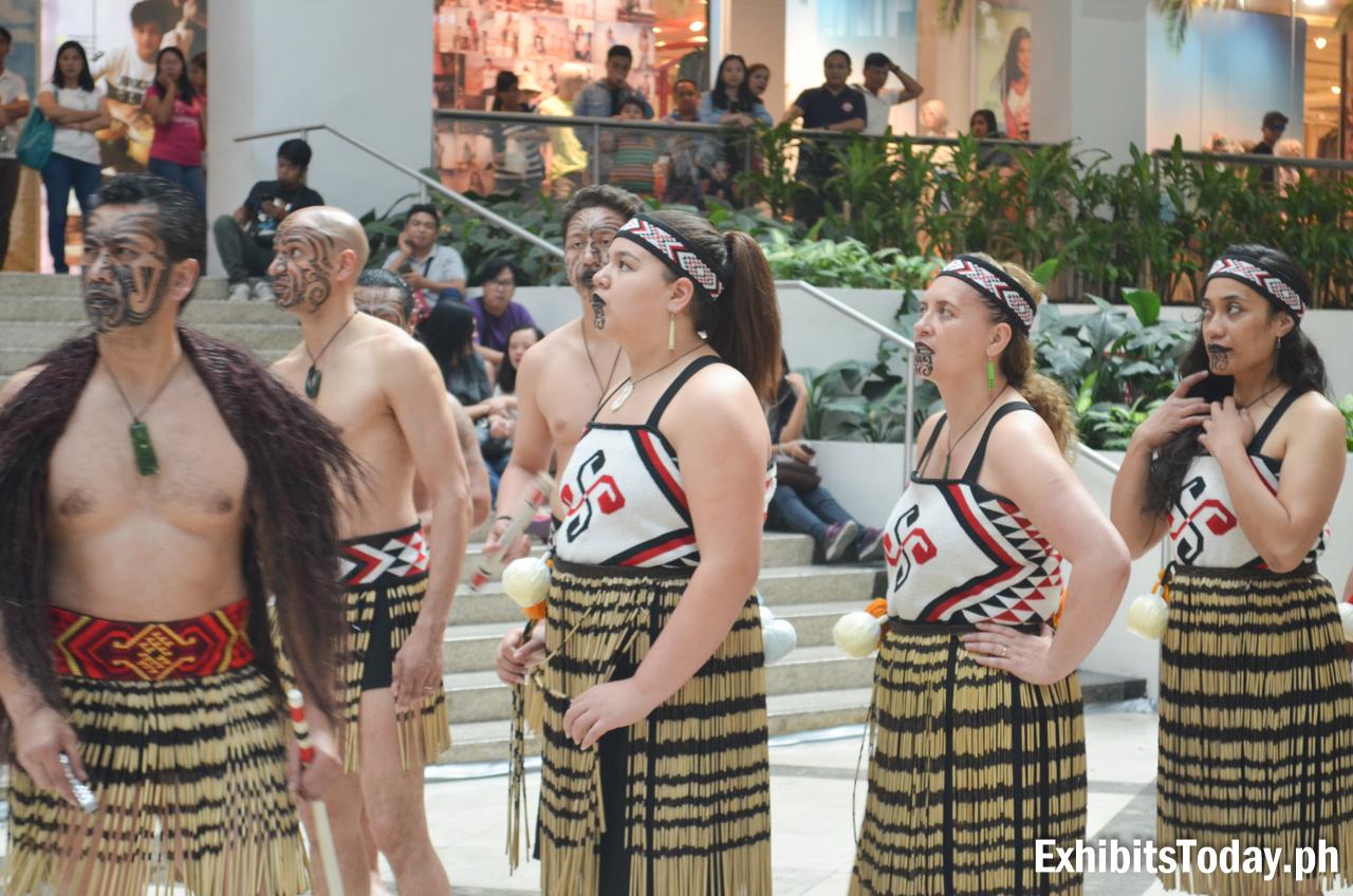 Kiwi Dancers preparing for their performance