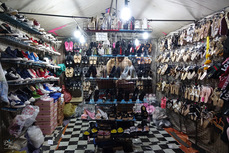 saphan phut night market ladies shoes