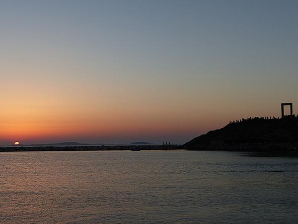 coucher de soleil et portara naxos