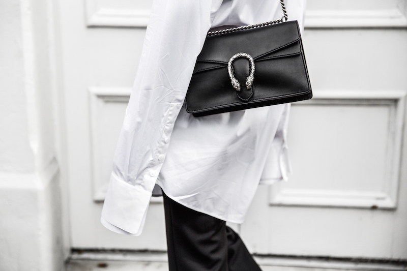 FARFETCH x MODERN LEGACY statement shirt overlong sleeves Ellery cropped flare Celine sneakers Gucci Dionysus bag black fashion blogger monochrome minimal street style (6 of 11)