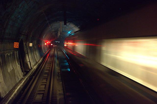 儀明信号場:列車交換