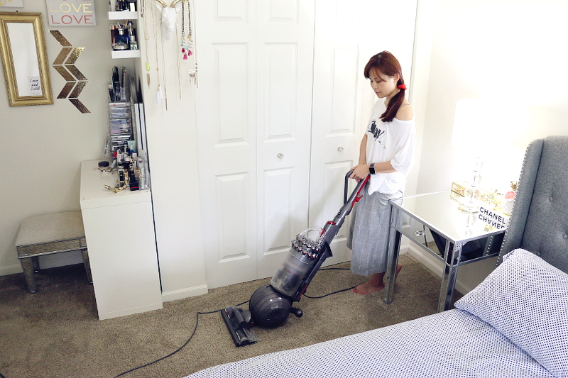 dyson-hepa-filter-vacuum-bedroom-4