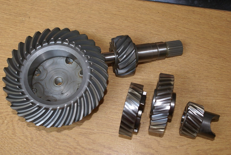 High Ratio gears and final drive. Changing gears and bevel box pinion removal. 27697024341_4689b9b1a8_c