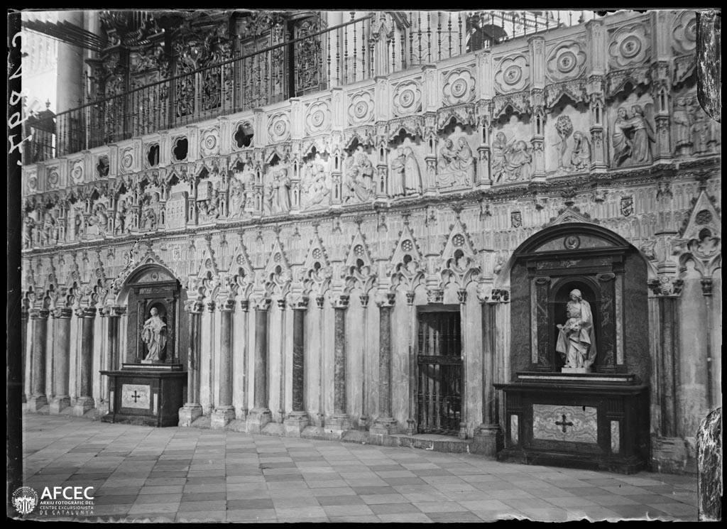 Catedral de Toledo a comienzos del siglo XX. Autor Desconocido   © Centre Excursionista de Catalunya