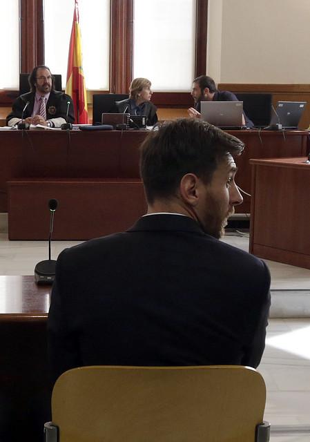 Messi condenado a 21 meses de cárcel por fraude