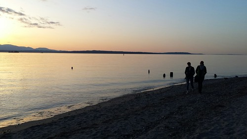 Walking Along The Beach At Sunset Golden Gardens Park Se Flickr